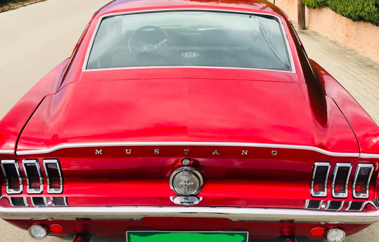 Hire a Ford Mustang Fastback in Barcelona