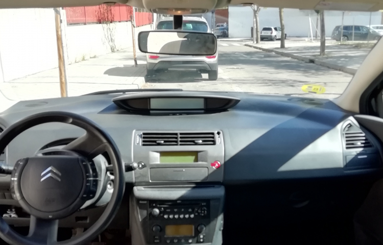 Hire a Citroen C4 in Madrid