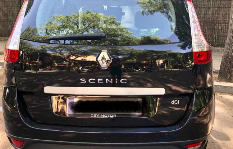 Hire a Renault Grand Scenic in Barcelona