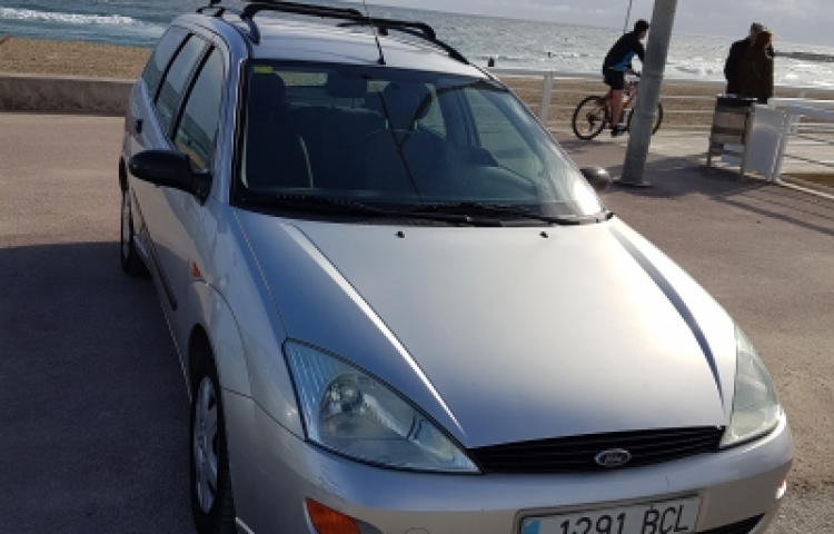 Hire a Ford Focus CC in Barcelona