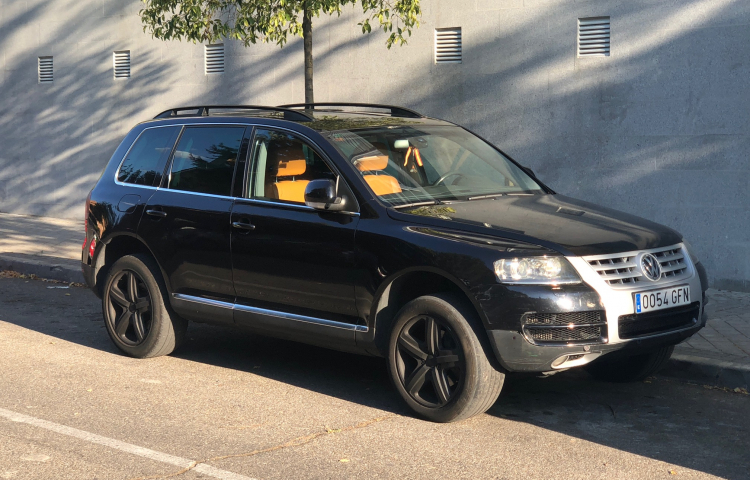 Hire a Volkswagen Touareg in Madrid