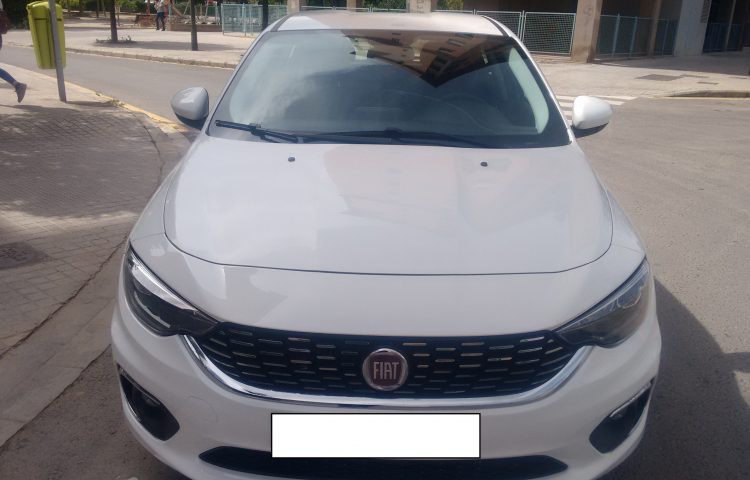 Hire a Fiat Tipo in Barcelona