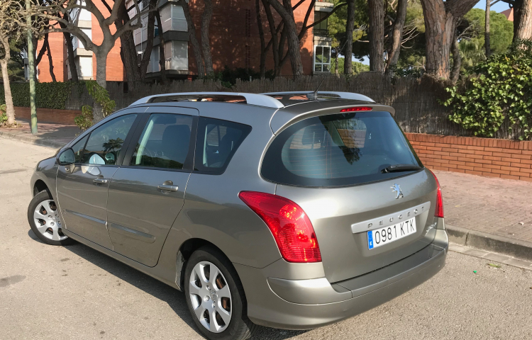Hire a Peugeot 308 in Gavà