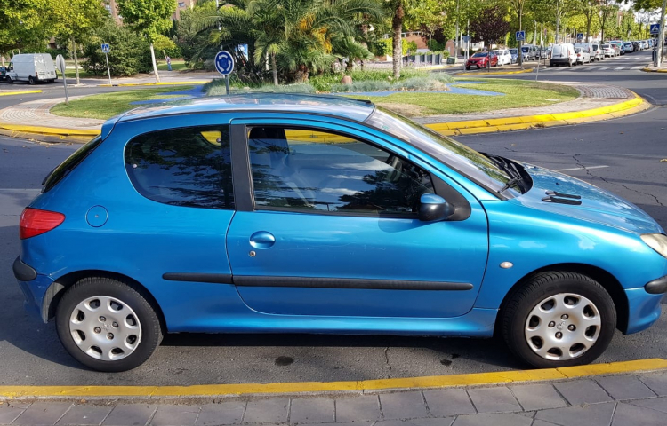 Hire a Peugeot 206 in Fuenlabrada