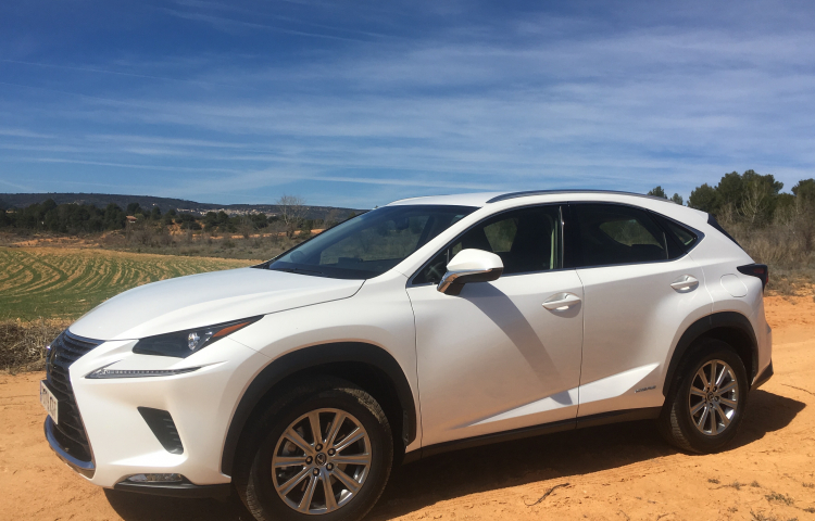 Hire a Lexus Rx400h in Madrid