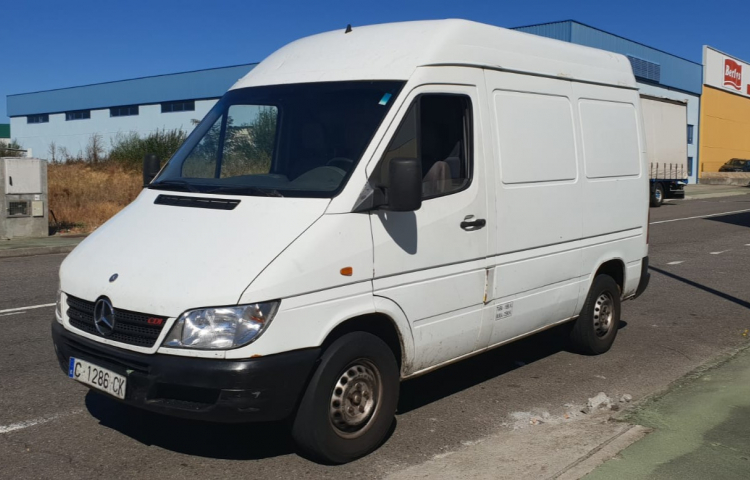 Hire a Mercedes Sprinter in Ourense