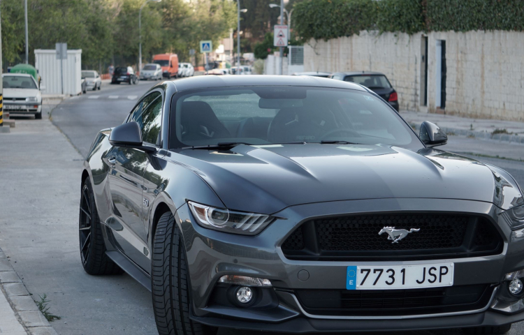 Hire a Ford Mustang in Benalmádena