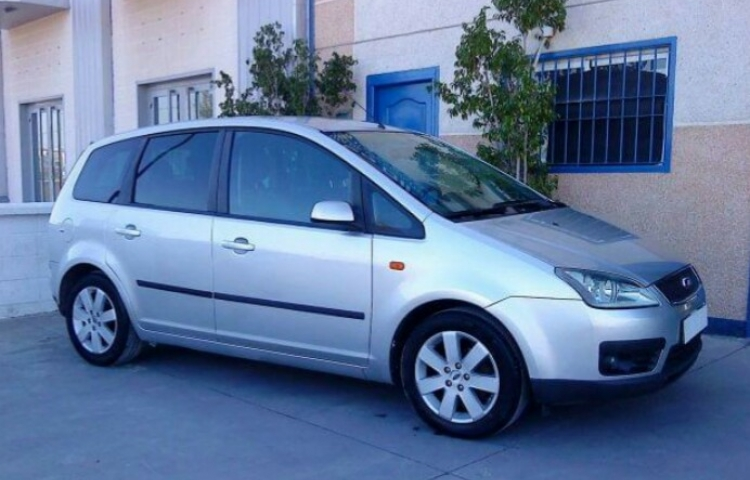 Hire a Ford Focus Cmax in Torrevieja