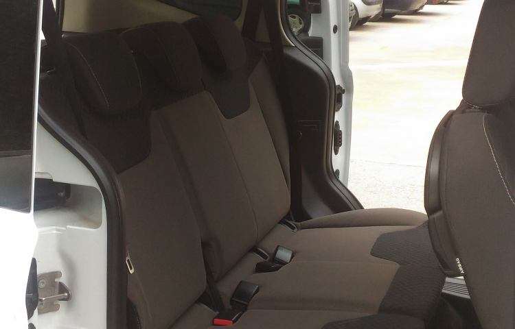 Hire a Ford Tourneo Connect in Barcelona