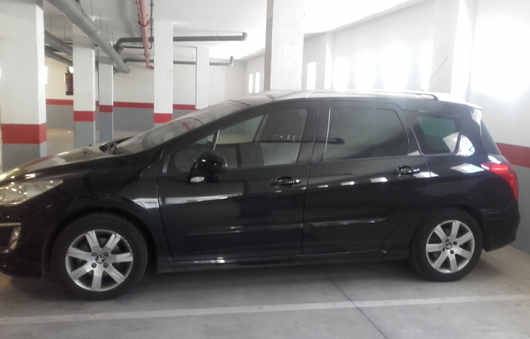 Hire a Peugeot 308 SW in Málaga