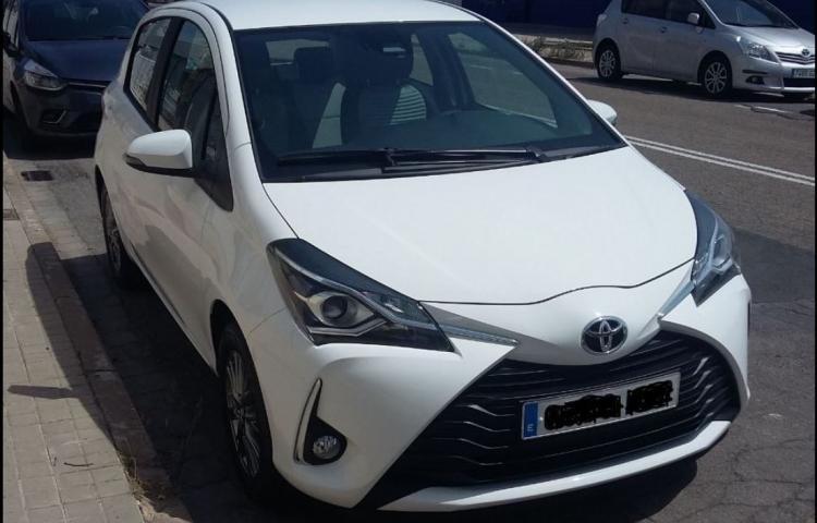Hire a Toyota Yaris in Valencia