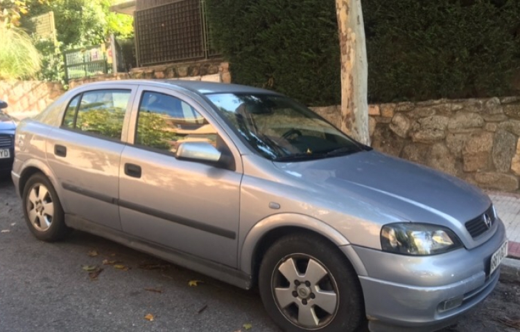 Louer Opel Astra à Madrid