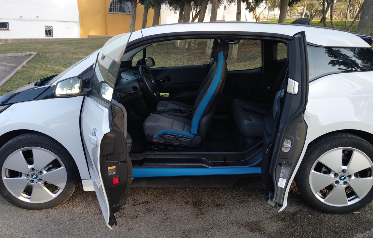 Hire a BMW i3 in Málaga
