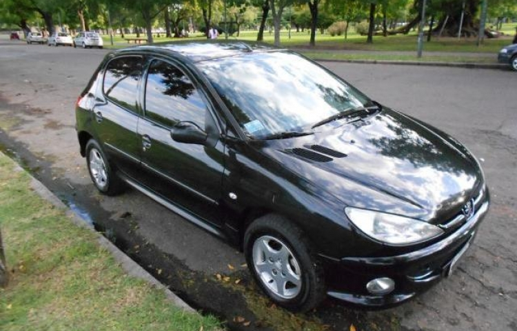 Hire a Peugeot 206 in Valencia