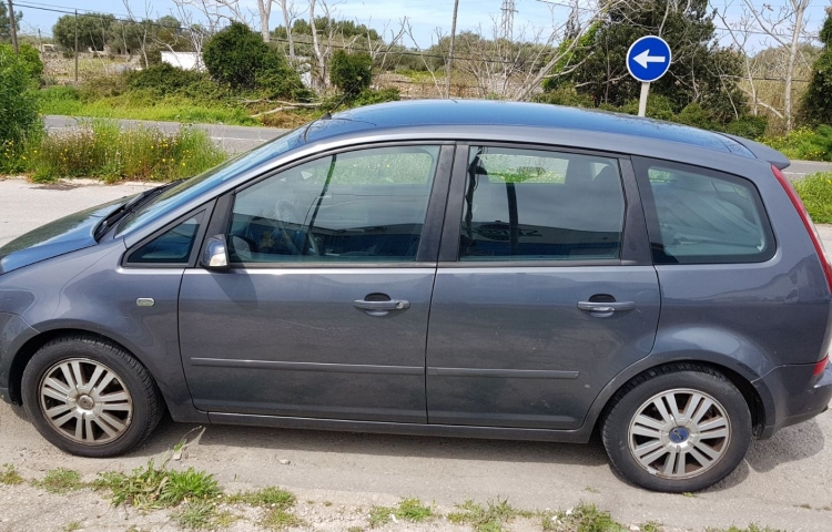 Hire a Ford Focus Cmax in Maó