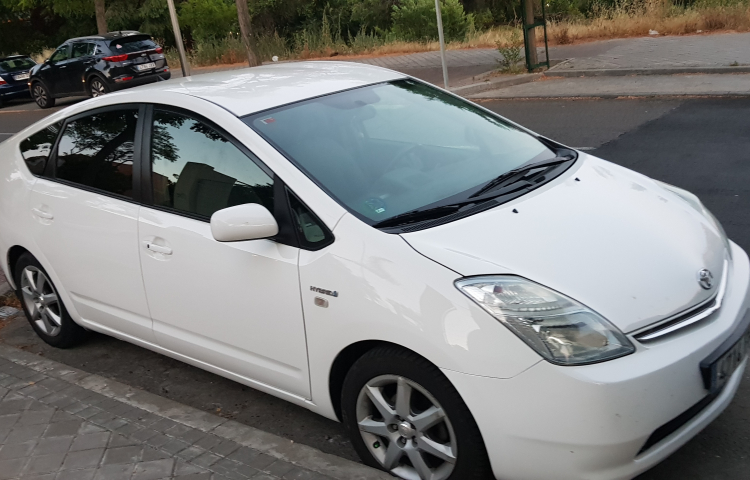 Hire a Toyota Prius in Madrid