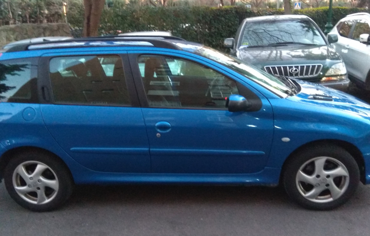 Hire a Peugeot 206 in Madrid
