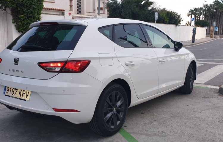 Hire a Seat Leon in Castelldefels
