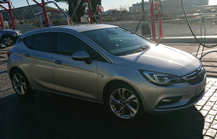 Hire a Opel Astra in Barcelona