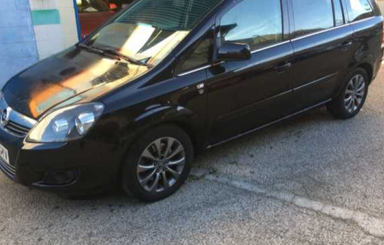 Hire a Opel Zafira in Madrid
