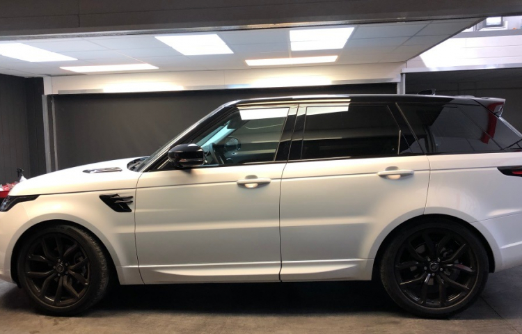 Hire a Land Rover Range Rover Sport HS 3.0 in Madrid