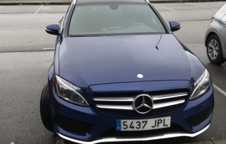 Hire a Mercedes 220 in Madrid