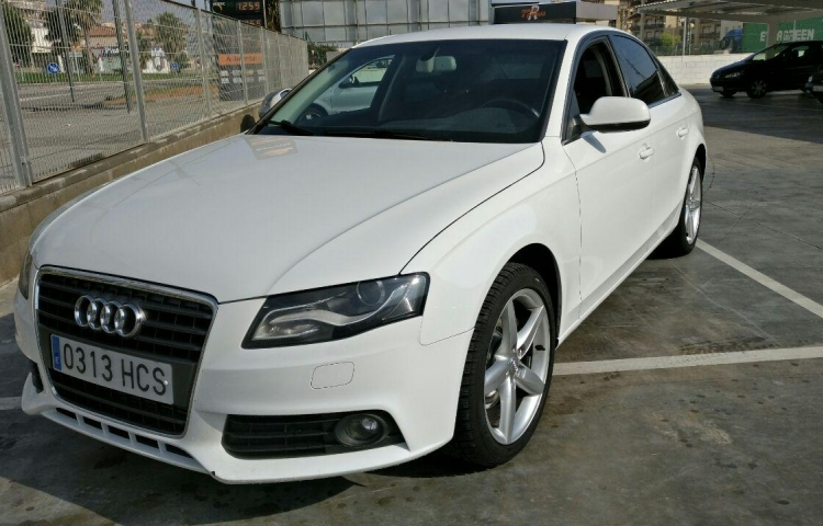 Hire a Audi A4 Berlina in Barcelona