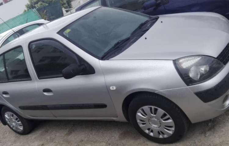 Hire a Renault Clio in Maó