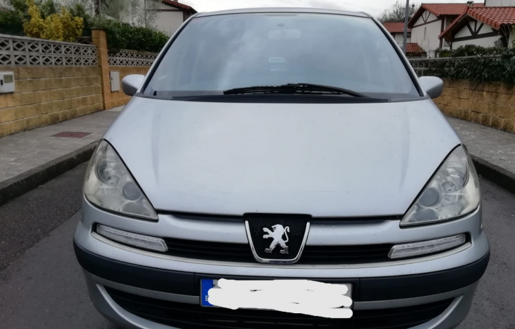 Hire a Peugeot 807 in Bilbao