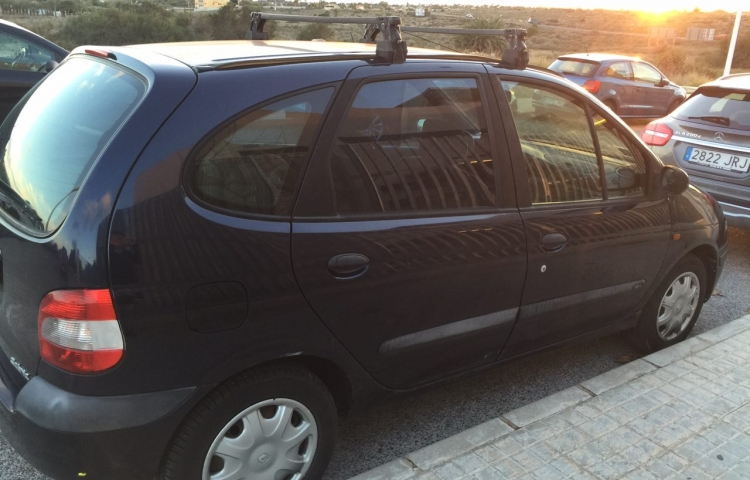 Hire a Renault Scenic in Alicante