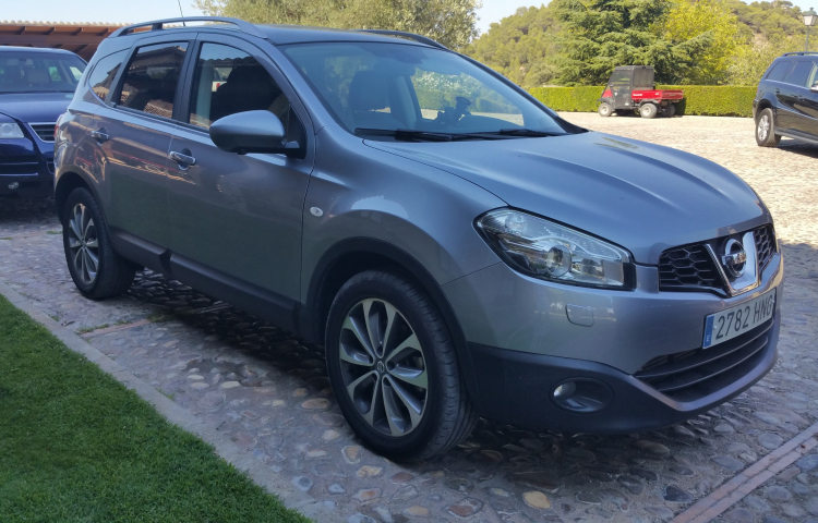 Hire a Nissan Qashqai +2 in Madrid