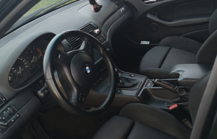 Hire a BMW Serie 3 Berlina in Oviedo