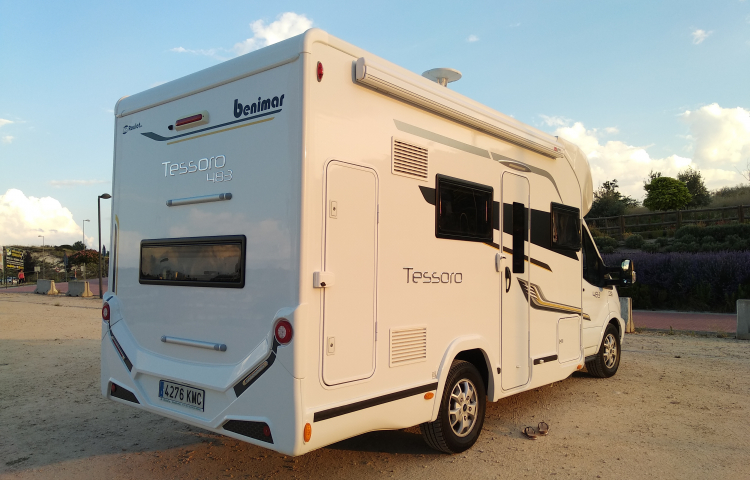 Hire a Benimar Tessoro in Madrid