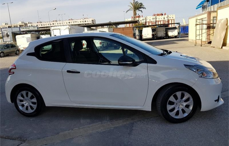 Hire a Peugeot 208 in Alicante