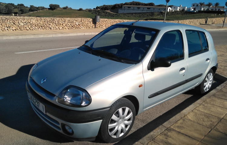 Hire a Renault Clio in Mercadal