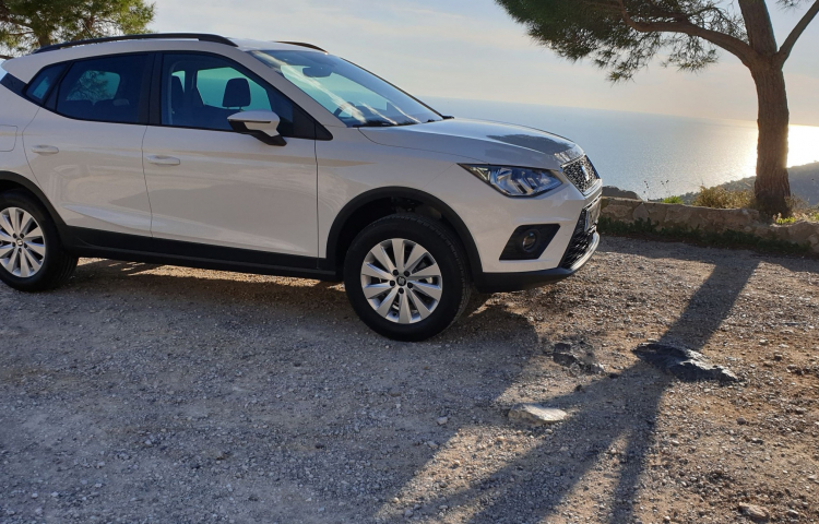 Hire a Seat Arona in Castelldefels