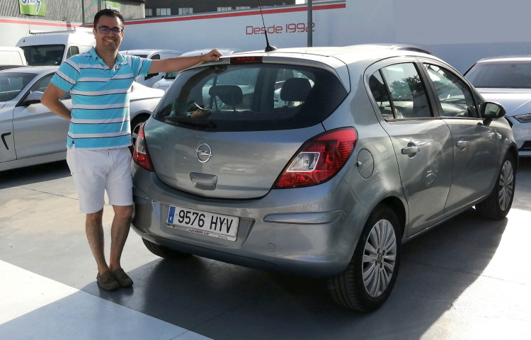 Hire a Opel Corsa in Madrid