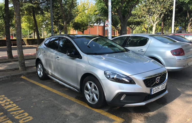 Alquilar un Volvo V40 Cross Country en Madrid