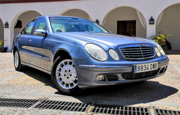 Hire a Mercedes Clase E in Sevilla