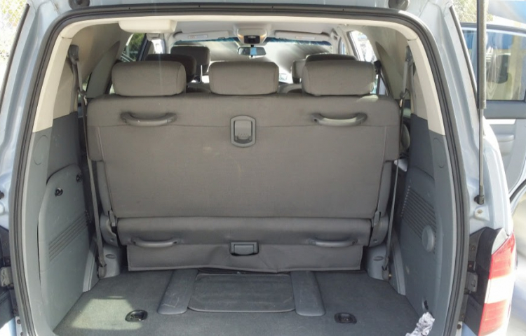 Hire a SsangYong Rodius in Madrid