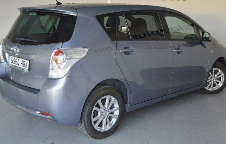 Hire a Toyota Verso in Madrid